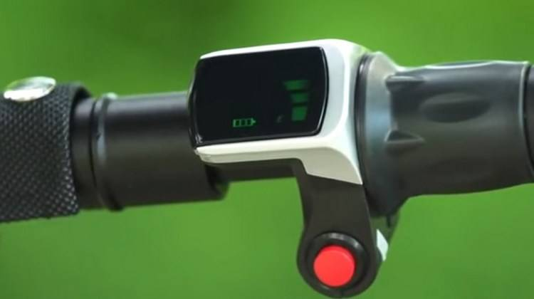 The scooter Glion Dolly 215 lasts for a long time and charges quickly