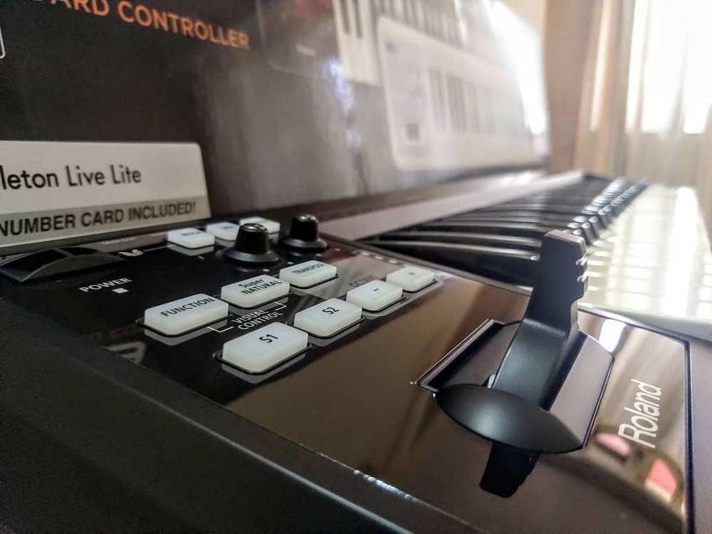 Roland Lightweight 49-Key MIDI Keyboard Controller