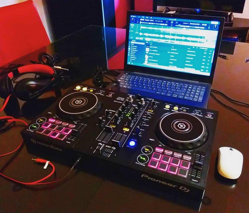 Pioneer DDJ-400 iPad DJ Controller